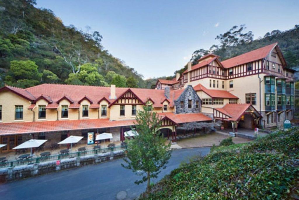 Jenolan Caves House 5 (large)